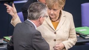 Kanzleramt nimmt Flüchtlingshilfe selbst in die Hand