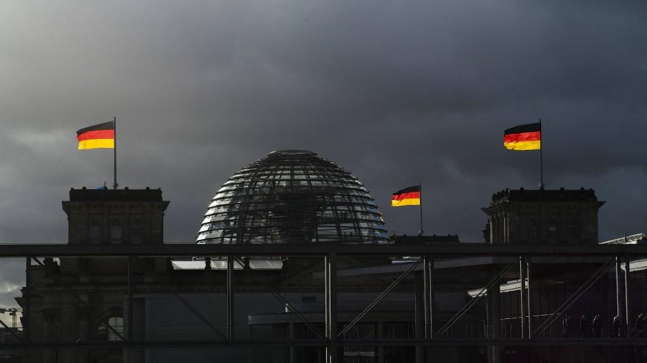 Dem deutschen Volke: Die Kuppel des Reichstagsgebäudes an einem Novembertag des Jahres 2019.
