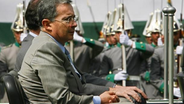 Uribe bietet Rebellen direkte Gespräche an