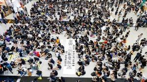 Demonstranten in Hongkong sorgen für Aufsehen