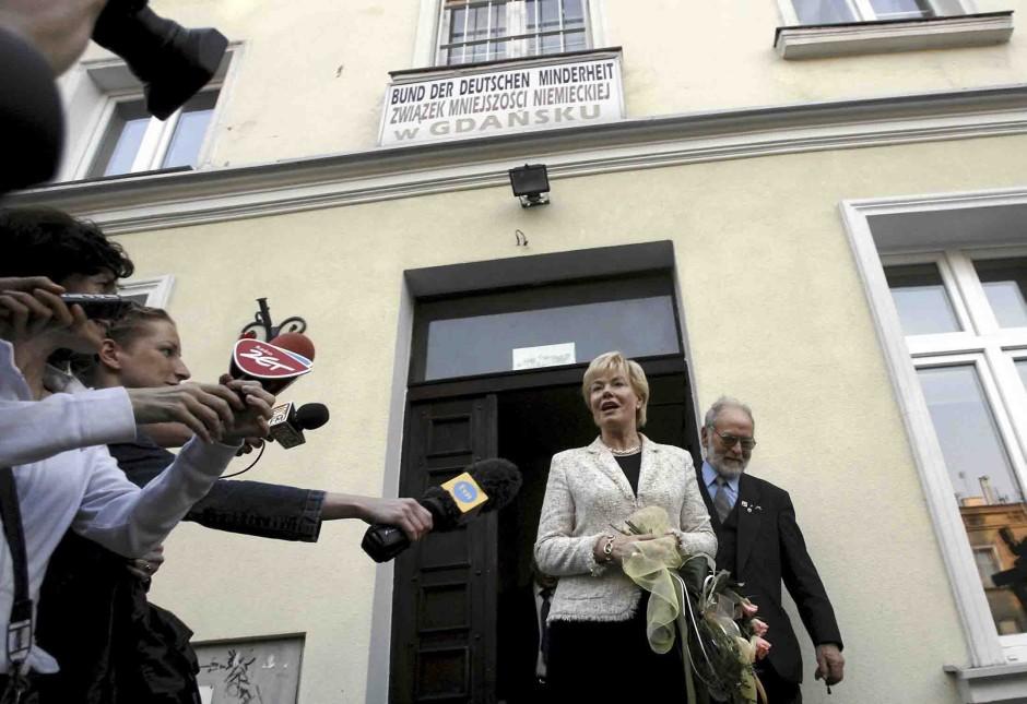 """""""Gewisse Deutsche"""": Erika Steinbach vor dem Sitz der deutschen Minderheit in Danzig"""