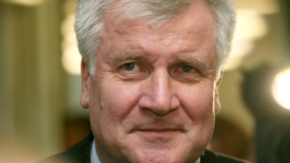 Der Beschluss für Horst Seehofer als doppelte Führungskraft fiel ohne Gegenstimmen
