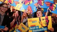 Wieder da: Junge FDP-Anhänger bejubeln das Comeback der Liberalen in Rheinland-Pfalz