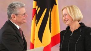 Bundespräsident ernennt Wanka zur neuen Bildungsministerin