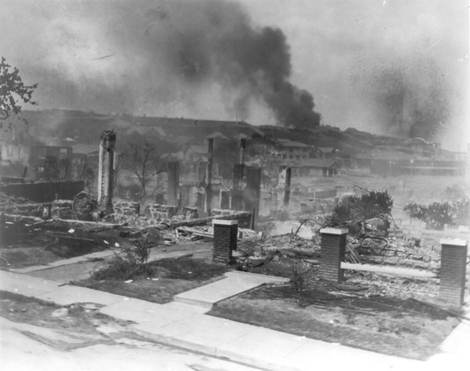 Wie nach einem Krieg: Tulsas afroamerikanisches Viertel Greenwood 1921 nach dem konzertierten Angriff eines weißen Mobs