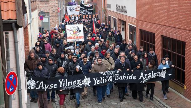 """Brandanschlag von Mölln - Vor dem 20.Jahrestag des ausländerfeindlichen Brandanschlags auf ein von Türken bewohntes Haus in Mölln organisiert der Überlebende Ibrahim Arslan eine """"Antifaschistische Demonstration"""" zum Anschlagsort  in der Mühlenstrasse"""