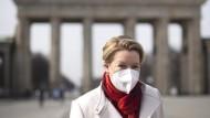 Franziska Giffey (SPD) Anfang März vor dem Brandenburger Tor in Berlin