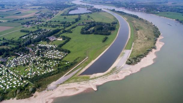 Rhein stark mit Plastikteilchen belastet