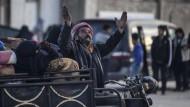 Die russischen Bombardements in Syrien haben Tausende Menschen an die türkische Grenze getrieben.