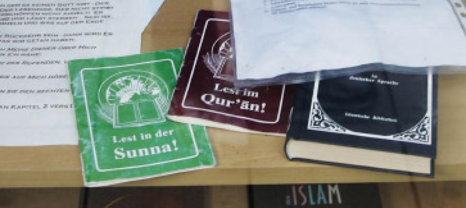 Bücher über Den Islam Im Schaufenster Des Islamischen Informationszentrums  In Ulm