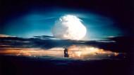 Die erste echte, zweistufige  Wasserstoffbombe der Welt kommt aus Amerika. Sie explodiert am am 1. November 1952 auf der Insel Elugelab im Pazifik.