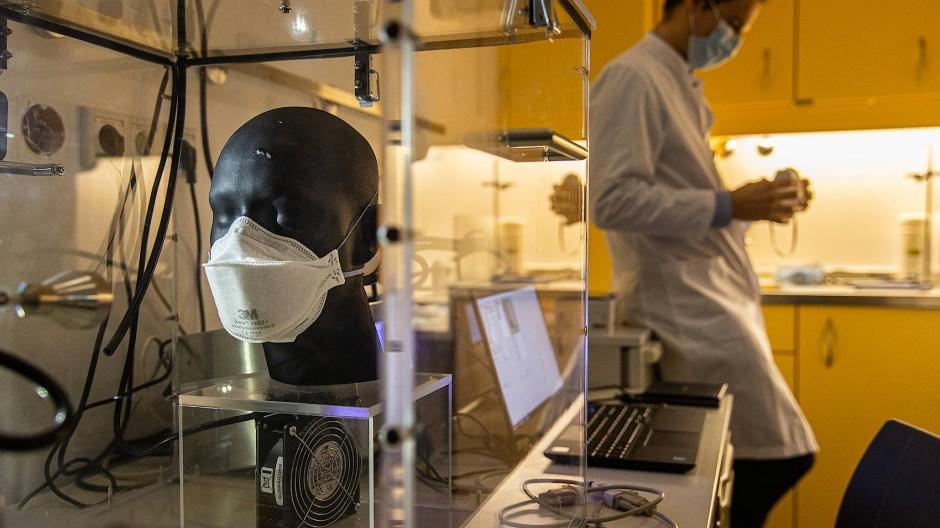 Testfall: Versuchsaufbau im Universitätsklinikum Marburg zur Prüfung von Gesichtsmasken