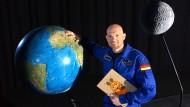 """Die Welt ist ihm nicht genug: Astronaut Alexander Gerst forscht auch für die """"Sendung mit der Maus."""""""