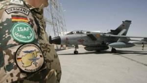 Guttenberg zieht Tornado-Flugzeuge ab
