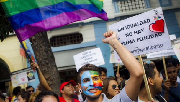 Activists rally in support of a law to allow homosexual marriage