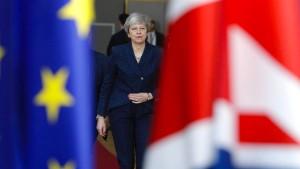 May schließt ungeregelten Brexit nicht aus