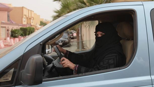 Saudische Frauen sollen Kleidung selbst bestimmen dürfen