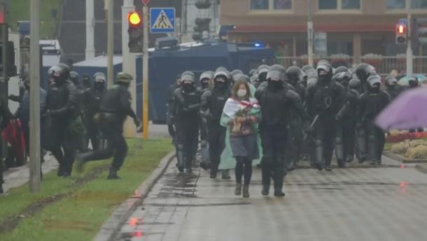 Polizei verhaftet Dutzende Demonstranten