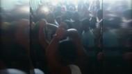 Polizei räumt australisches Flüchtlingscamp auf Manus