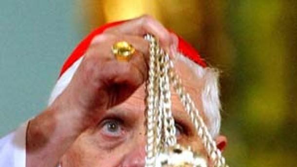 Ratzinger mit Weihrauch
