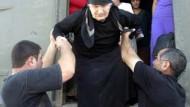 Georgische Flüchtlinge fliehen aus Südossetien