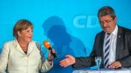 Wie hoch werden die Verluste ausfallen?: Bundeskanzlerin Angela Merkel (CDU) und der Spitzenkandidat der CDU in Mecklenburg-Vorpommern.