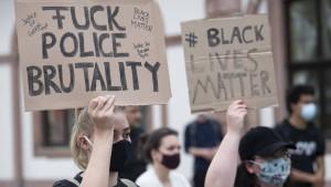 Wann Missbilligungen gegenüber der Polizei strafbar sind