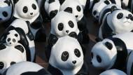 WWF-Aktion mit Papier-Pandas in Thailand 2016