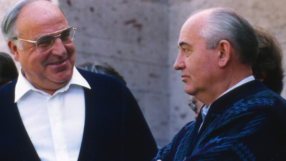 Auf dem Weg zur deutschen Einheit: Helmut Kohl am 15. Juli 1990 zu Besuch bei Michail Gorbatschow in Archiz in Russland.