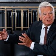 Der frühere Bundespräsident Joachim Gauck in seinem Büro in der Dorotheenstraße in Berlin