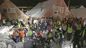 Lawine auf Spitzbergen reißt Häuser mit sich