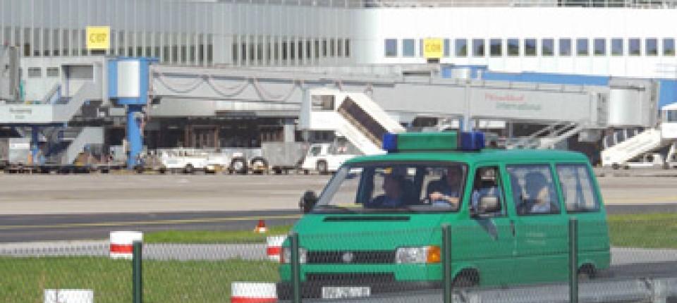 Bombendrohungen Dusseldorfer Flughafen Entwarnung Nach Sieben