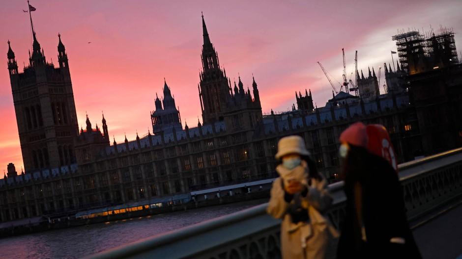 Der Palace of Westminster im Sonnenuntergang: Platzt der Brexit-Deal?