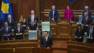 Kurze Amtszeit für Kurti: Kosovos Präsident im Februar nach seiner Vereidigung im Parlament von Prishtina.