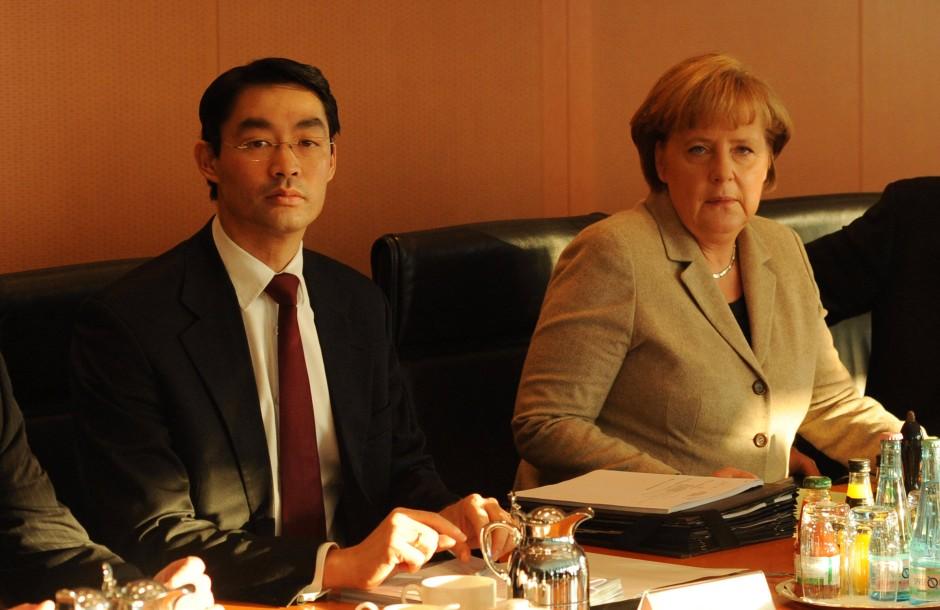 """Nach dem Rücktritt von Christian Wulff sei zwischen Merkel und Rösler noch ein """"Wir bleiben beieinander"""" vereinbart gewesen"""
