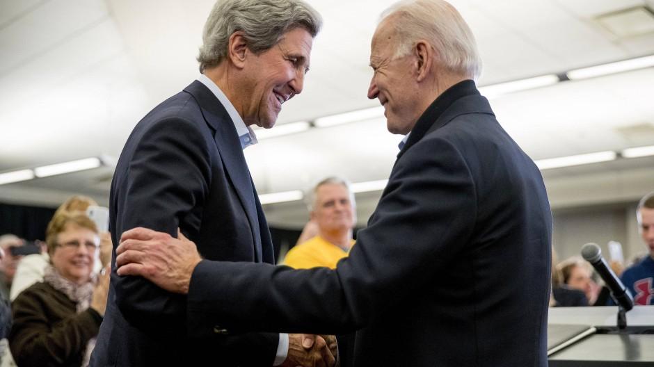 Gute Bekannte: Joe Biden mit dem früheren amerikanischen Außenminister John Kerry, der Sonderbeauftragter für Klimaschutz werden soll