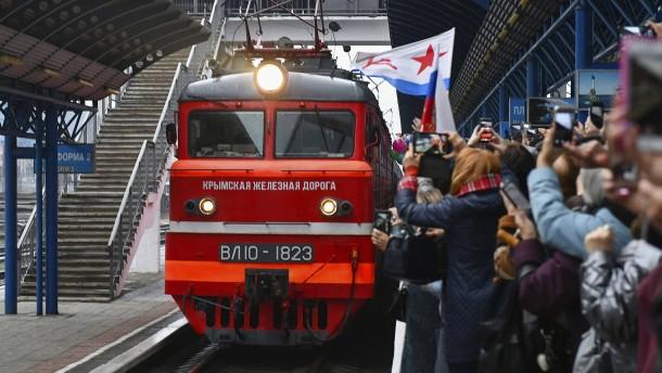Erster russischer Personenzug erreicht Krim