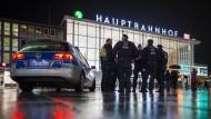 Januar 2016: Polizisten am Kölner Hauptbahnhof, wo es in der Silvesternacht zu vielen sexuellen Übergriffen gekommen war