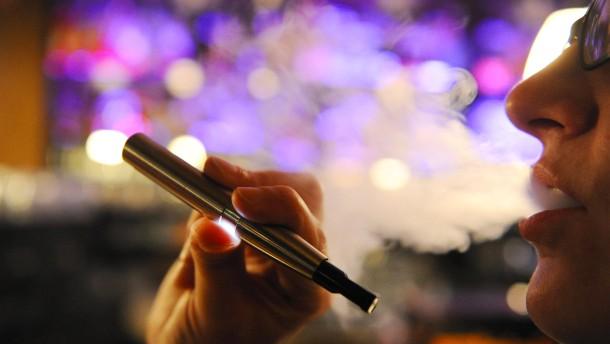 Gericht erlaubt E-Zigaretten in Gaststätten