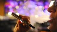 Bleibt in Kneipen erlaubt: die E-Zigarette