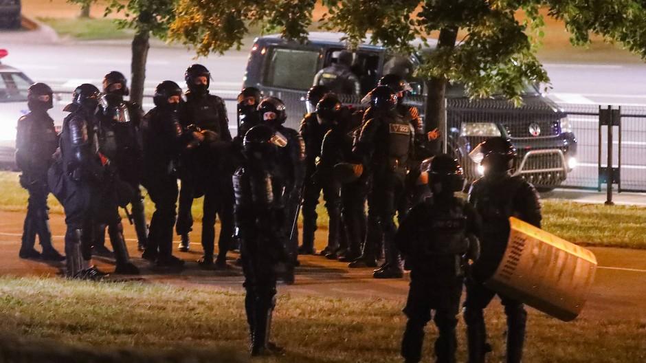 Mitglieder von Sondereinheiten der belarussischen Polizei am 13. August in Minsk