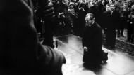 Ohne Worte: Willy Brandt in Warschau am 7. Dezember 1970
