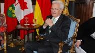 Abschluss der Nordamerika-Reise: Baden-Württembergs Ministerpräsident, Winfried Kretschmann (r, Grüne), bei einem Bilanzgespräch im kanadischen Toronto.