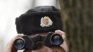 Kontrollen fallen weg: Hier ein ungarischer Grenzpolizist