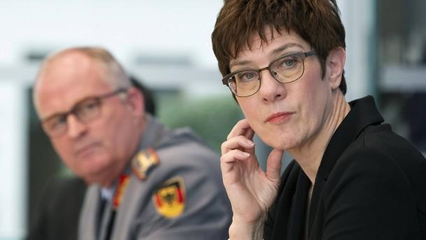 Kramp-Karrenbauer und Zorn wollen Bundeswehr modernisieren