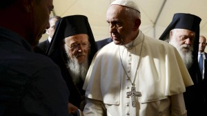 Papst nimmt Flüchtlinge aus Lesbos mit