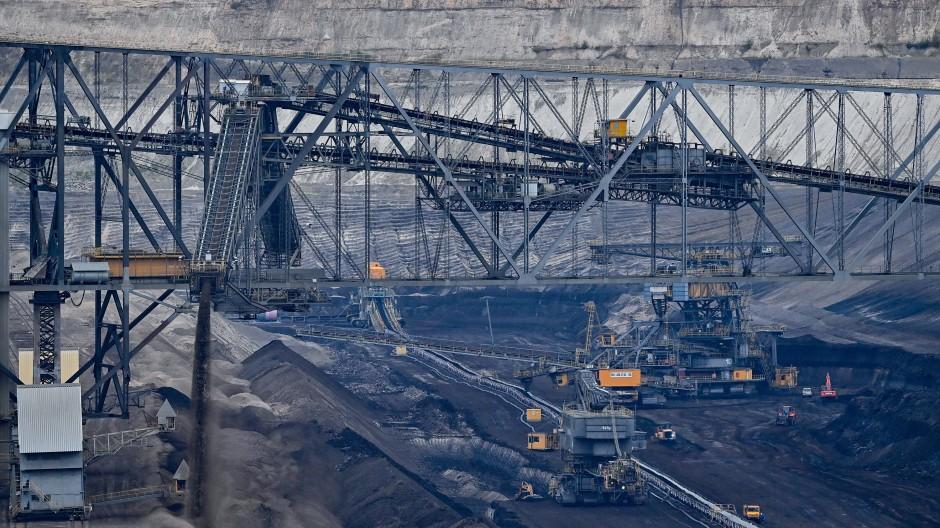 Politik ist alleine schon schmutzig und gefährlich genug, wenn noch Kohle-Ausstieg oder Pandemienot dazukommen, wird es finster