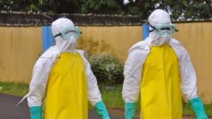 Bürger stürmen Ebola-Station, Infizierte fliehen