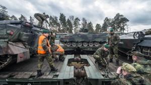 Erste Schritte der Bundeswehr aus der Mangelwirtschaft