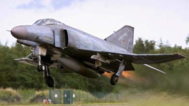 Luftwaffe fängt Kleinflugzeug ab